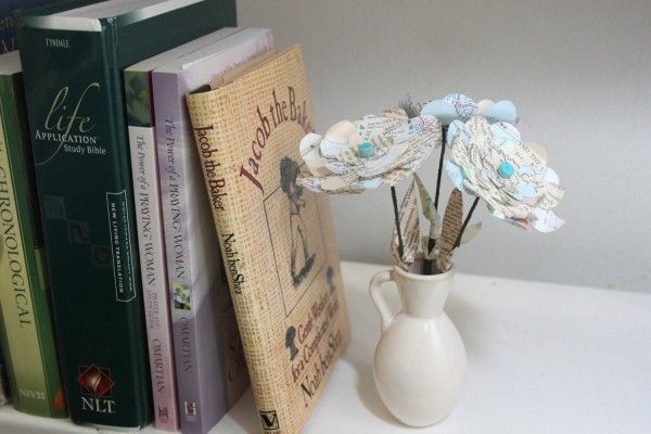 Atlas paper flowers flowers crafts and book crafts atlas paper flowers use old book pages to make decorative flowers mightylinksfo