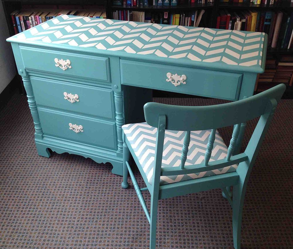 vintage desk chair chevron makeover chambre fillette bureau travail et pupitres. Black Bedroom Furniture Sets. Home Design Ideas