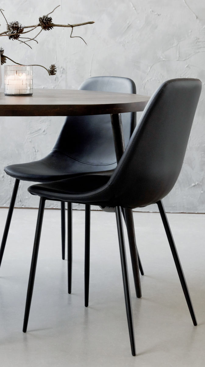 Simple Scandi style shell chair in black Dining chairs