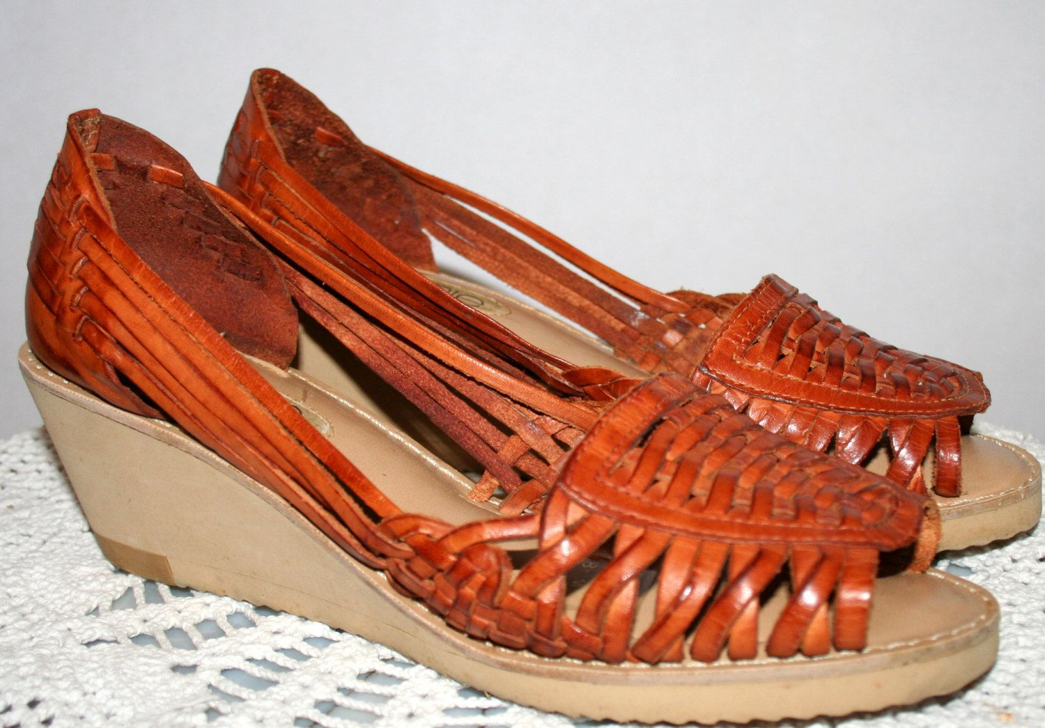 7c95ce41860a Women s Connie Huarache Style Brown Woven Leather Platform Peep Toe Wedge  Heel Sandal Shoes sz 8 M by sweetestvintage on Etsy