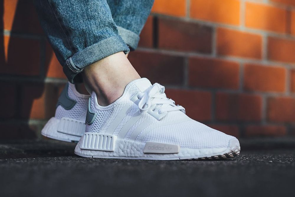 cheap for discount 0bff2 0c2d3 Damskie adidas NMD R1 – Footwear White   Footwear White – Tactile Green