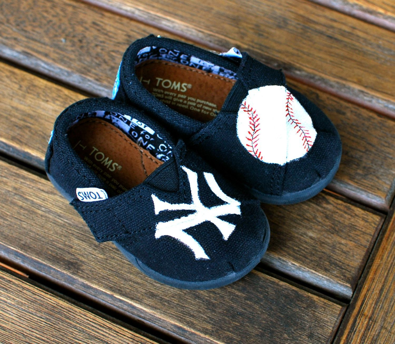 Black Classic Canvas New York Yankees TINY TOMS
