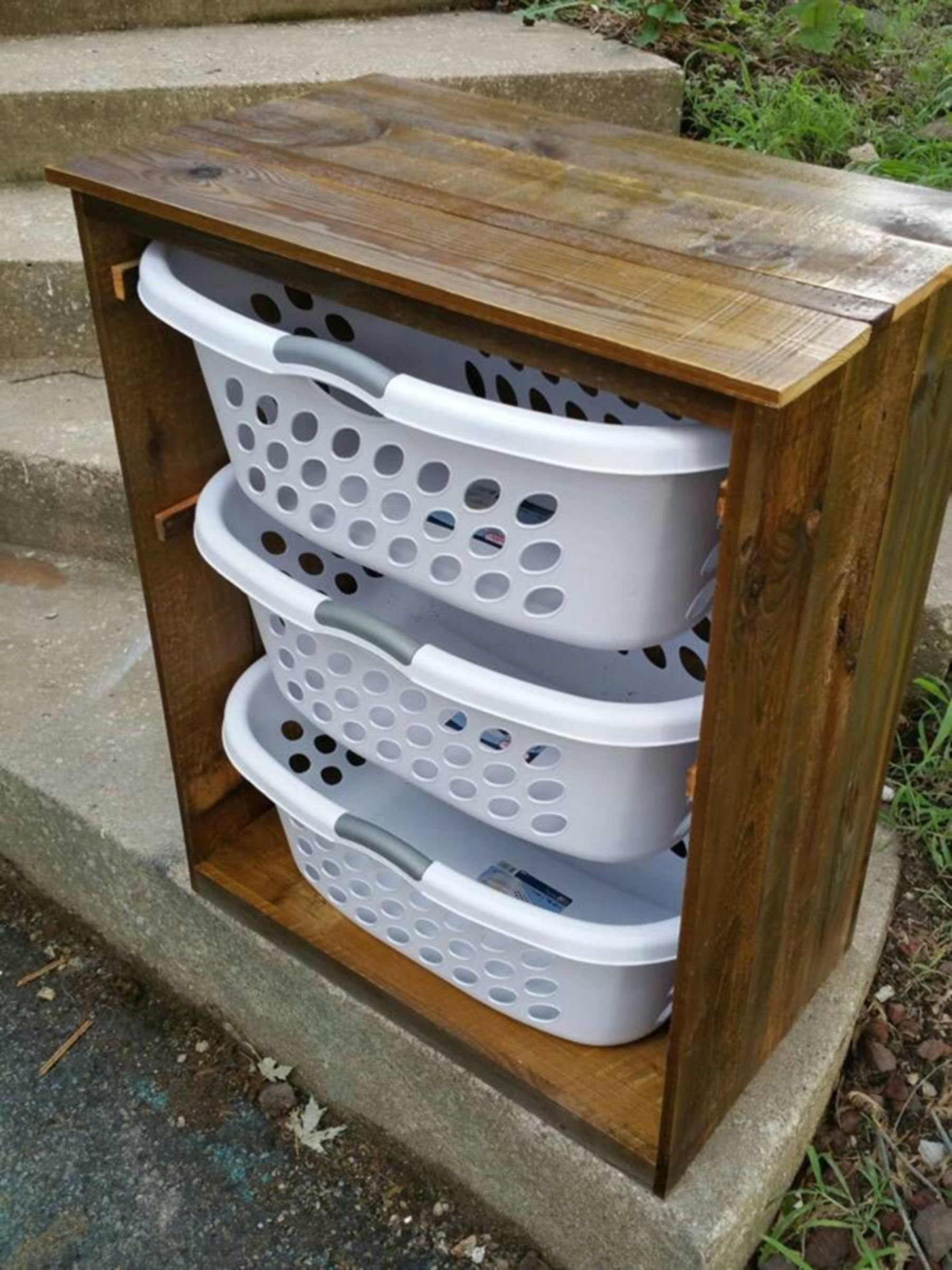 Interesting 15 Pallet Laundry Basket Holder Ideas For Easy And Simple Room Storage Diy Laundry Basket Holder Laundry Room Decor