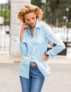 Klassische Hemdbluse , Jeans mit Bordüre, Ledergürtel