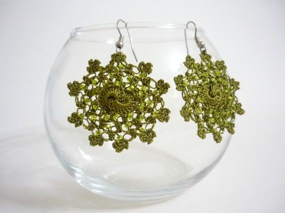 Chrocheted earings in olive green by Febystan