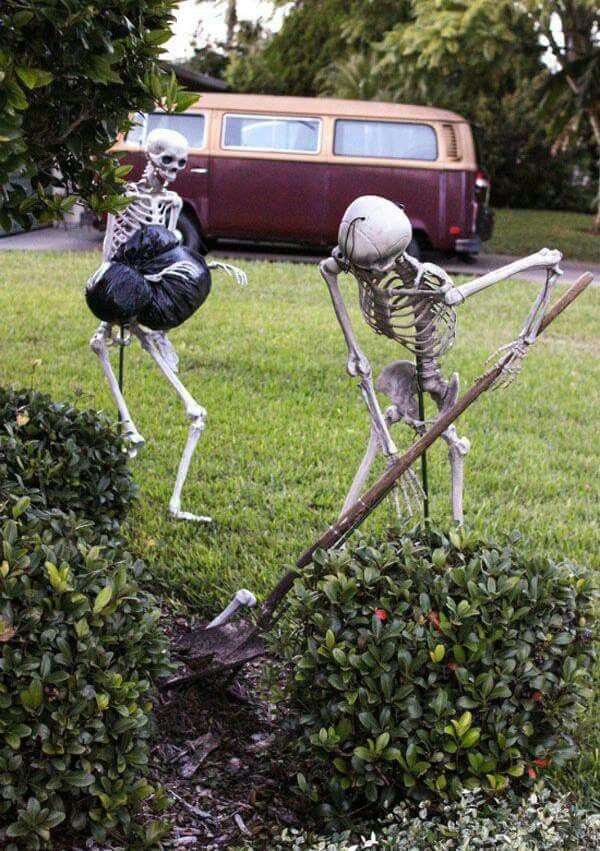 This is the best skeleton set up I\u0027ve seen Halloween Decorating