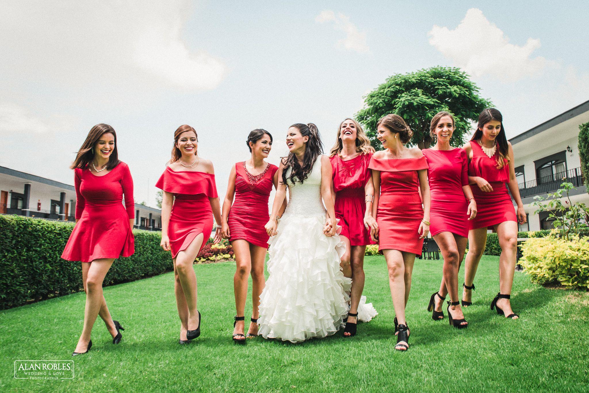Novia y damas de honor con vestido rojo. Mejores fotos de boda ...