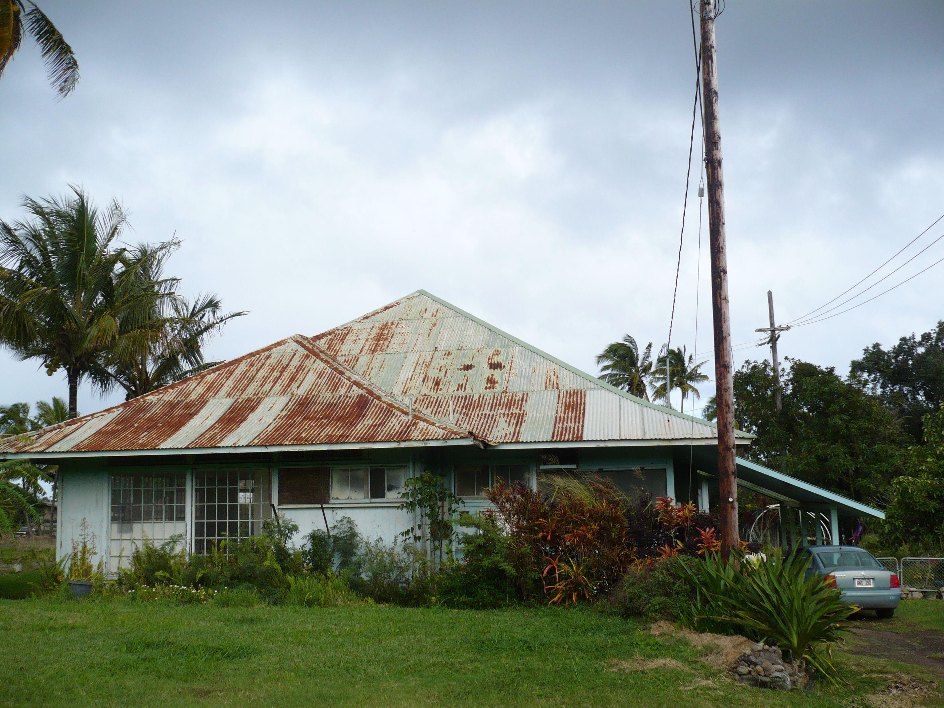 Pin By Ziyuan Tian On Hawaii Beach Store In 2020 Hawaii Homes Tin Roof House Island Living