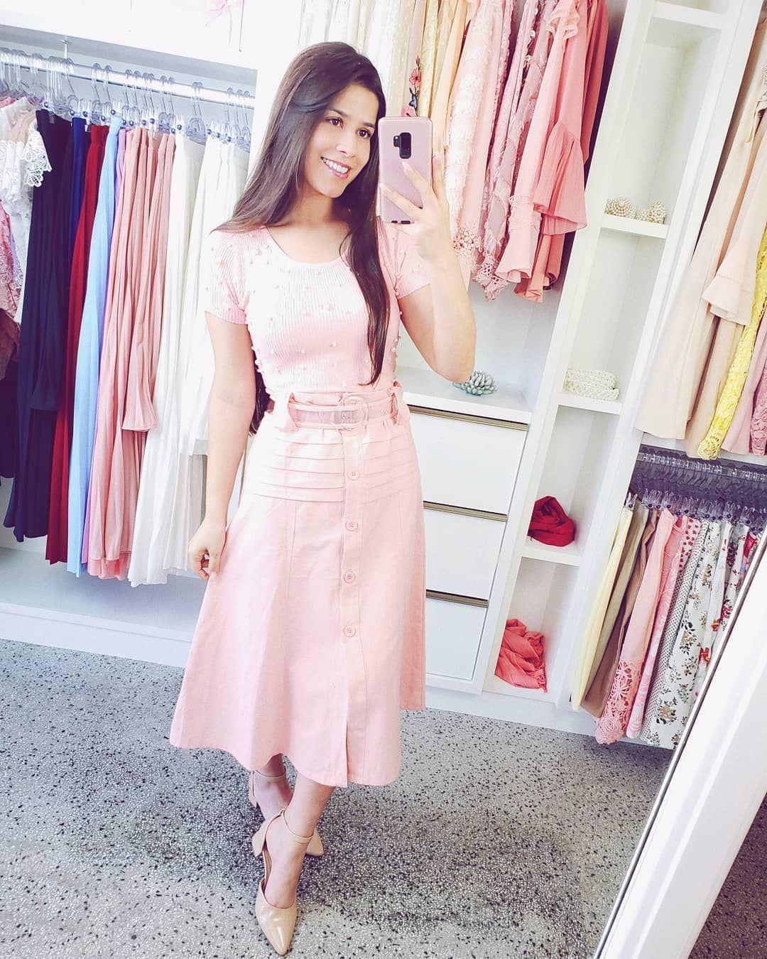 0a380f357 Saia midi botões rose + blusa rose perolas tricot modal + cinto vinil