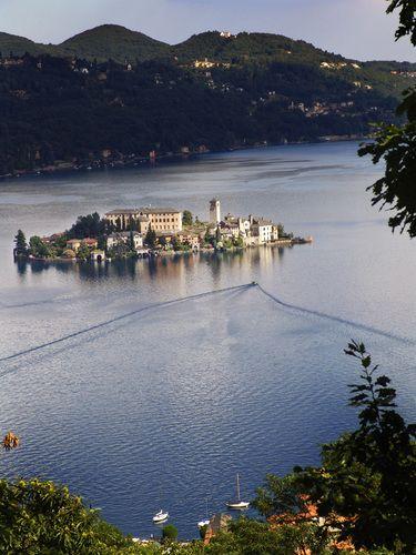 panorama sull'isola San Giulio dalla Chiesa  Madonna della Bocciola lago d'Orta Italy