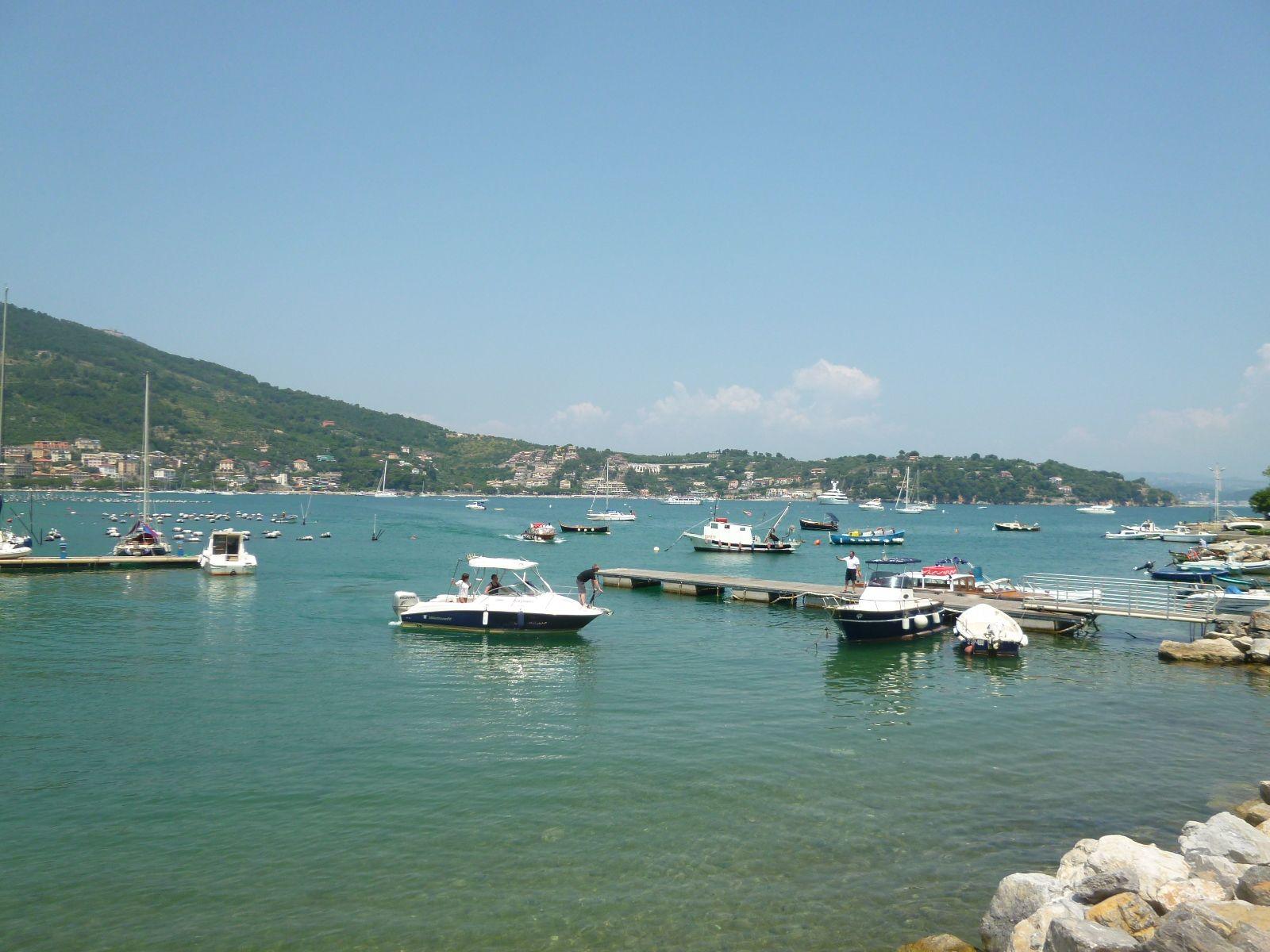 """Pranzo, Ristorante di """"Locanda Lorena"""", Palmaria Portovenere Liguria Italia (Luglio)"""