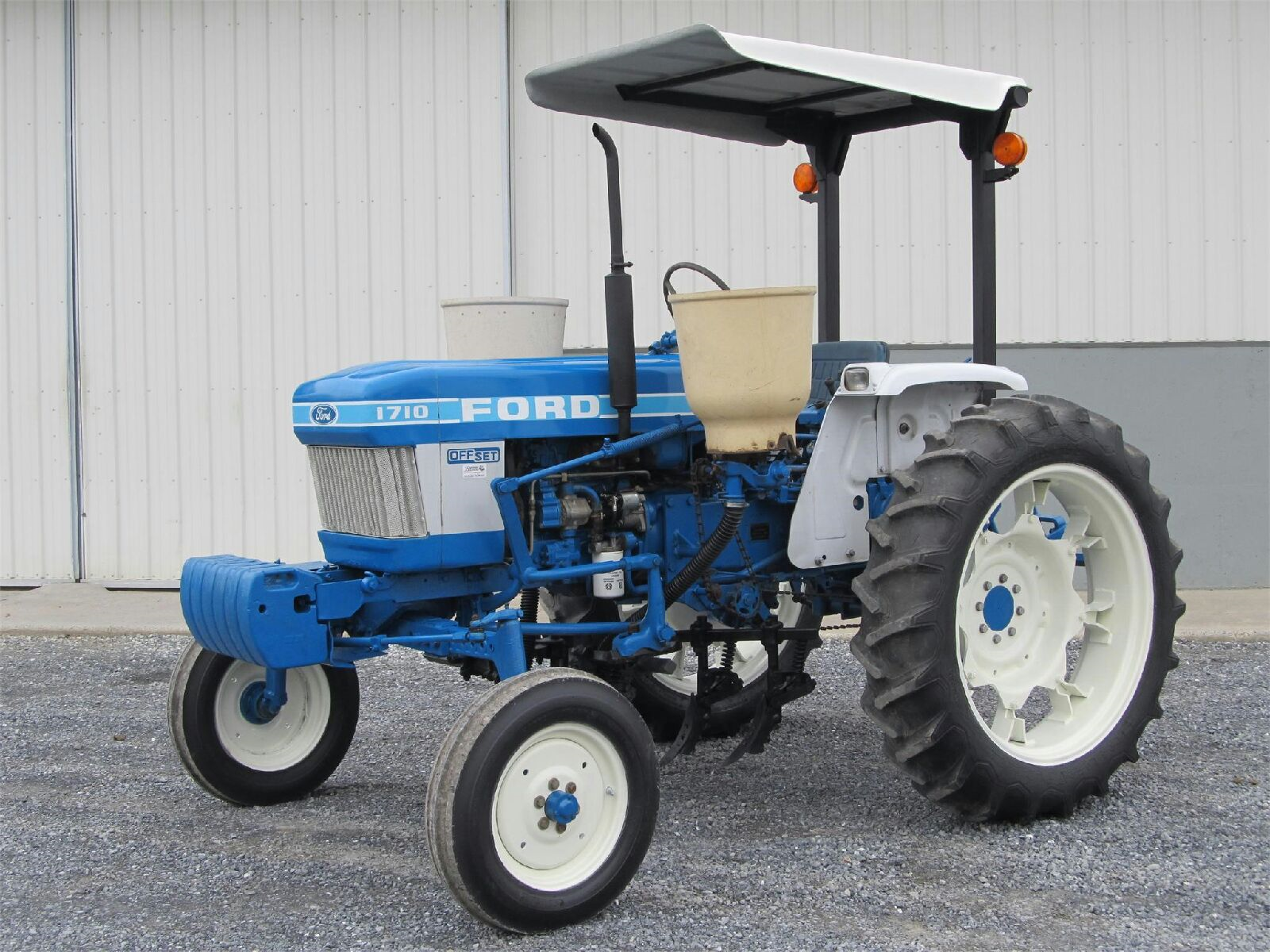 The modernized, compact Ford 1710 Offset was built for them by