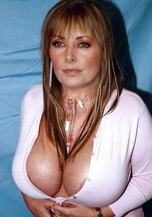 Carol vorderman brown knitted dress big boobs