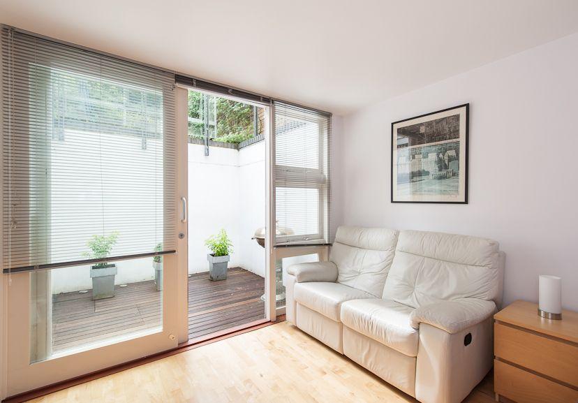 Basement level patio | Sous-sol avec acces exterieur ...