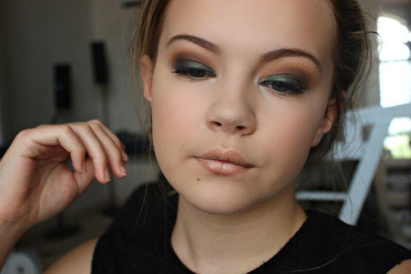 Milani Gel Powder Eyeshadow In Bella Emerald Too Faced Original