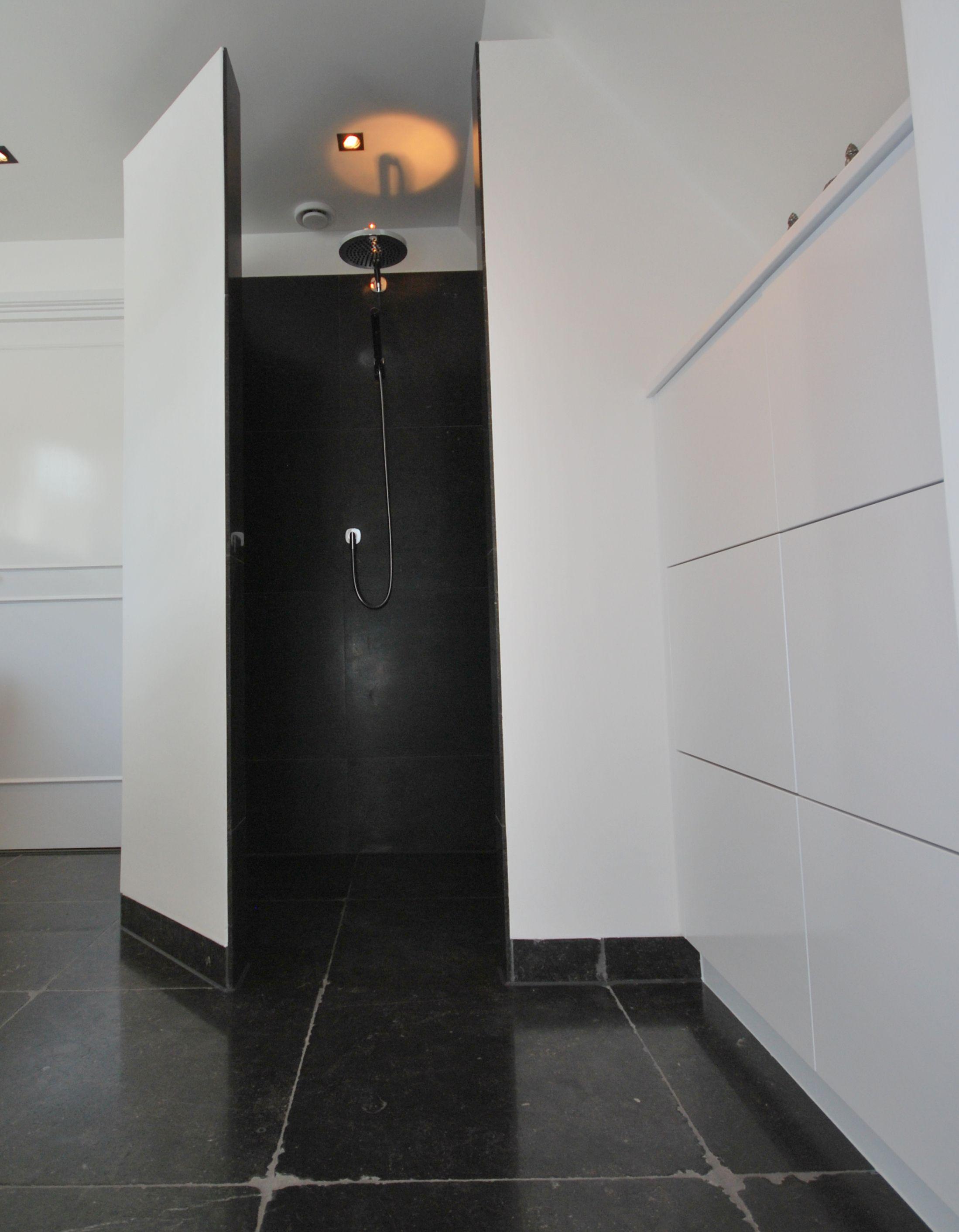 rommeld belgisch hardsteen in moderne badkamer te albergen