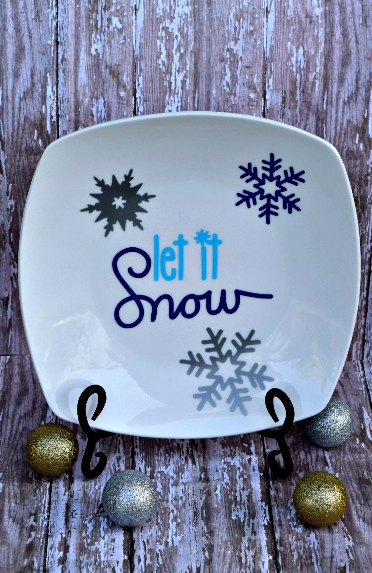 make this festive decorative plate with your silhouette machine and vinyl