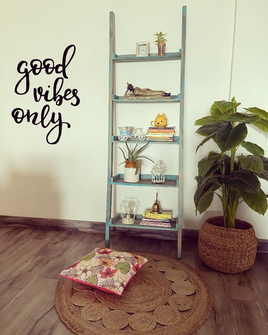 Good vibes only #laddershelf styling  Tips : *Stack some  books * You can add art or your personal touches *Vary height of objects *Plants can add texture to your space &  some boho feels adding wicker basket and rug  #interiordesign #design #interior #homedecor #architecture #home #decor #interiors #art #homedesign #interiordesigner #interiorstyling  #laddershelf #decorinspo#bohostyle #bohodecor #instagood #style #likeforlike #likeforfollow #followback #followforfollow #Style&spaces