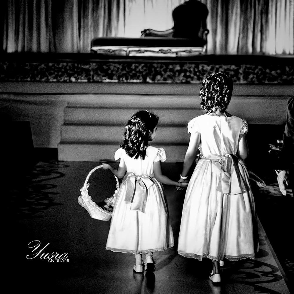 مبروك لك يا أمها صغيرنك كبرت وهذا يومها كل الأحبه حاضرين مبروك لك يا أمها يا مكبرك يوم وقفتي يمها Best Photographers Wedding Photography Photography