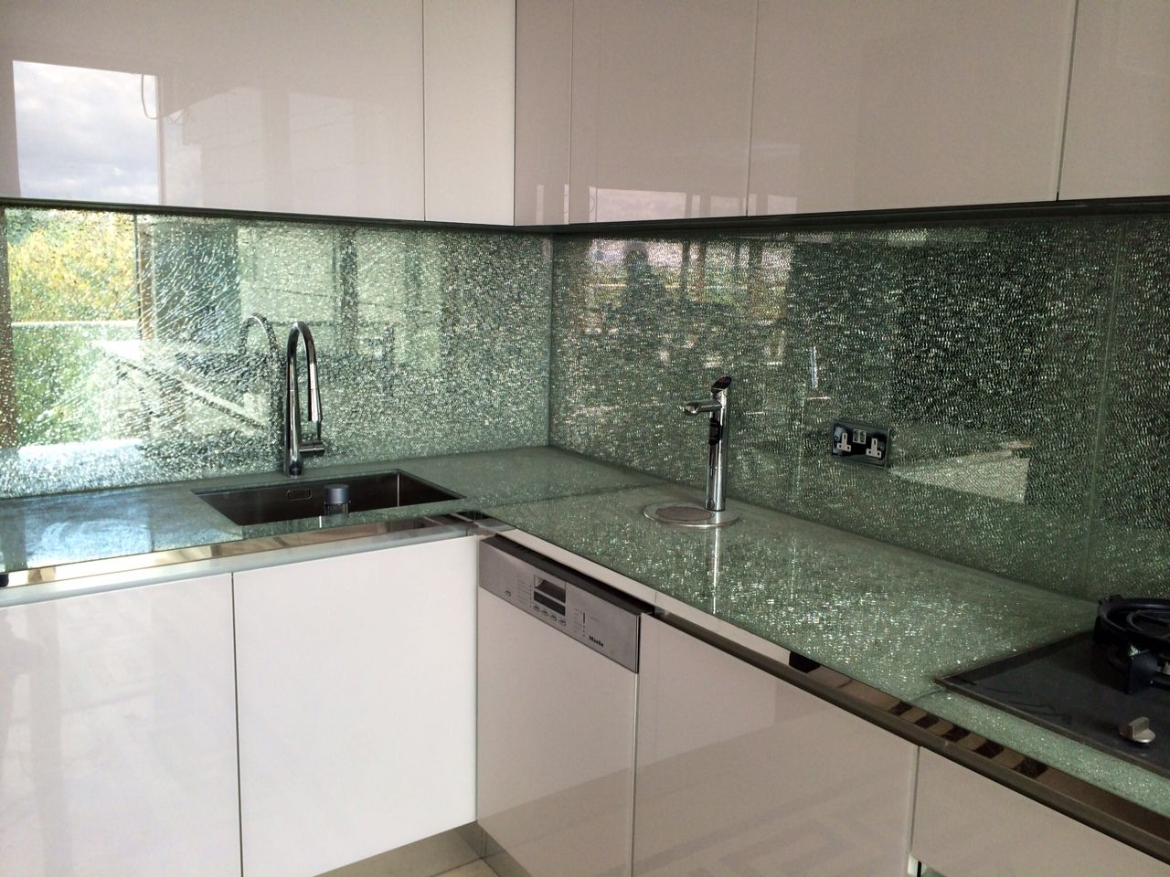 Crackled Glass Splash Backs That Express Toughening Made For A Happy Client