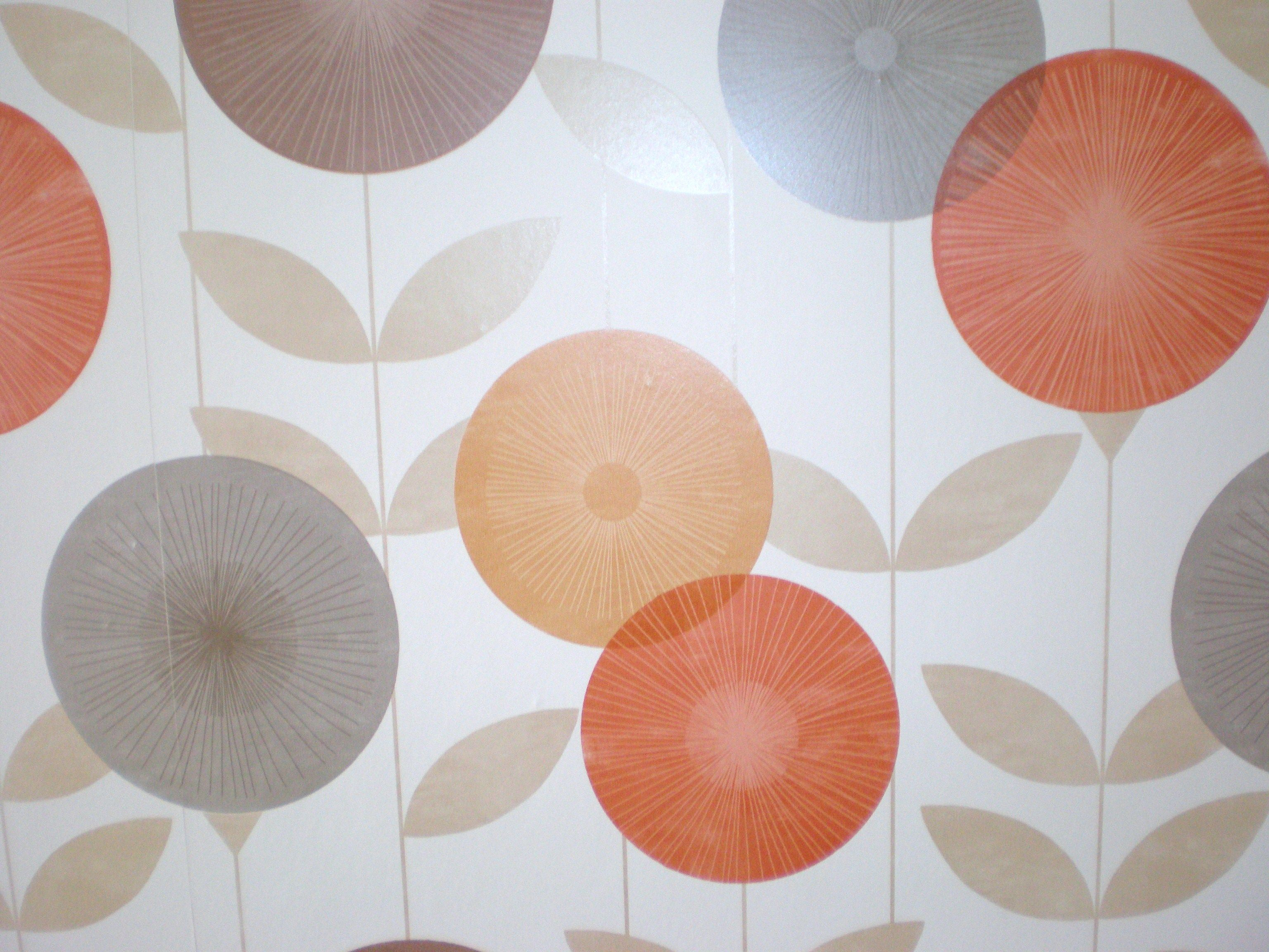 Retro Wallpaper that reminds me of my 'spirograph' days!