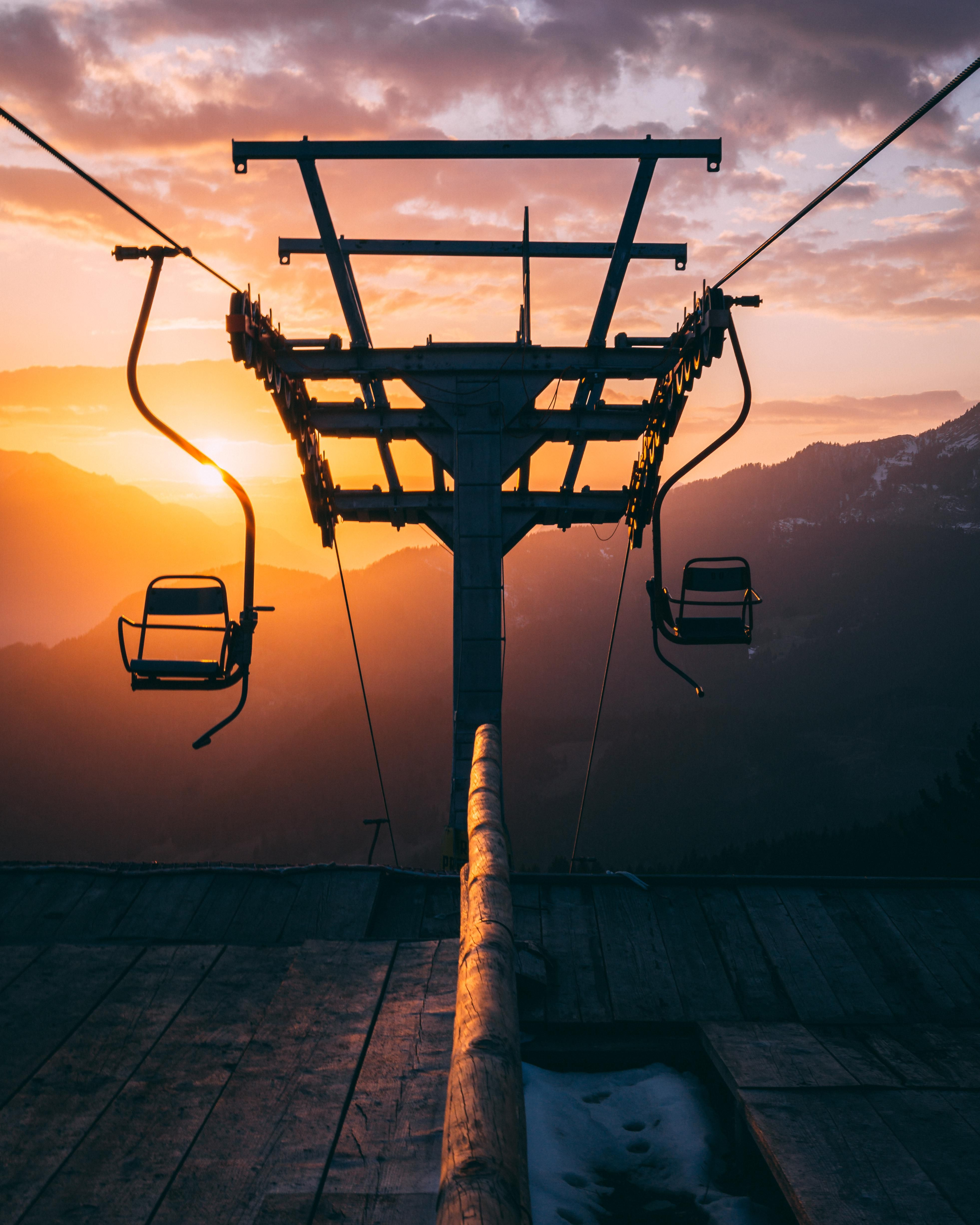 ITAP of a cable lift during sunset by Xickle . . . . #photos #amazingworld #world #amazingphotography #amateurphotography #photography #incrediblephotos