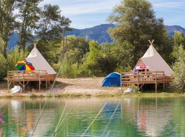 Vivacamp Le Lac Bleu Chatillon En Diois 26410 Hebergement Insolite Lieux De Villegiatures Et Bleu