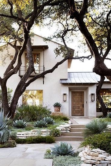 Photo of A calming palette and a tasteful design make this large Texas house a… – Apple Pie