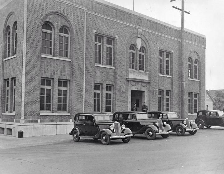 The Original West Los Angeles Police Station On Nw Corner Of Purdue And Iowa 1934 The P West Los Angeles Los Angeles Police Department Ca History