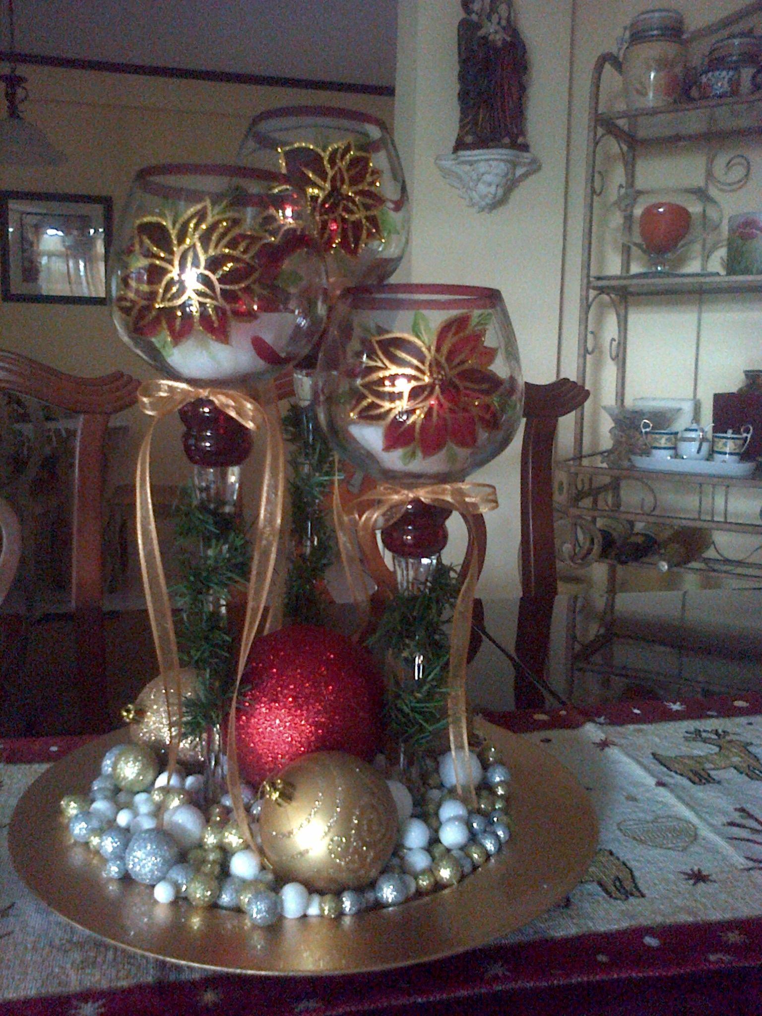 Centro de mesa navide o con copas my style pinterest for Arreglos navidenos para mesa