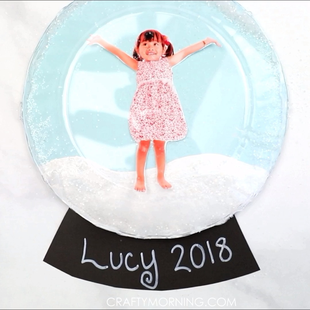 Make a fun clear plate snow globe craft. Fun winter craft for kids to make. Christmas art project. Just shake it and glitter moves all over! Clear plate art.