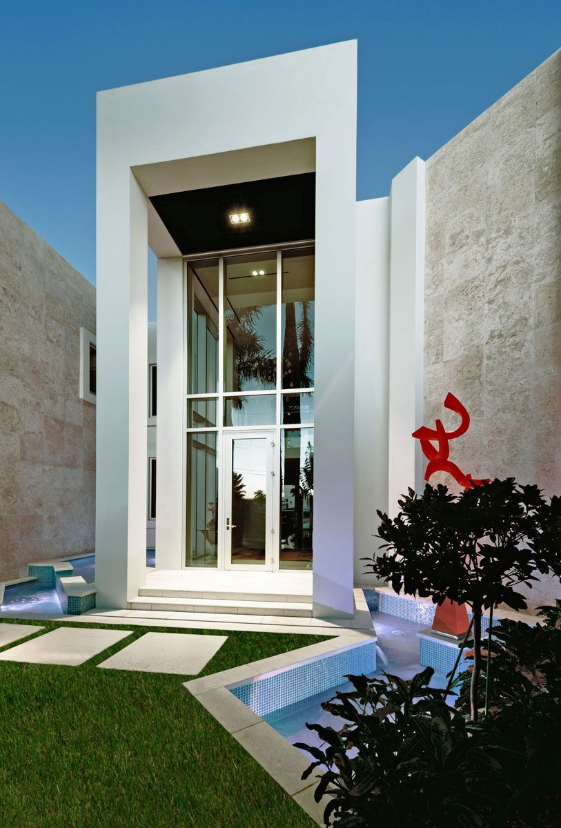 Modern house with white stucco and stone veneer facade for Stucco facade