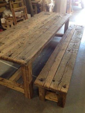 Robuuste tafel en bank gemaakt van oude eiken wagondelen mooie aanwinst in iedere buiten - Industrieel verblijf ...