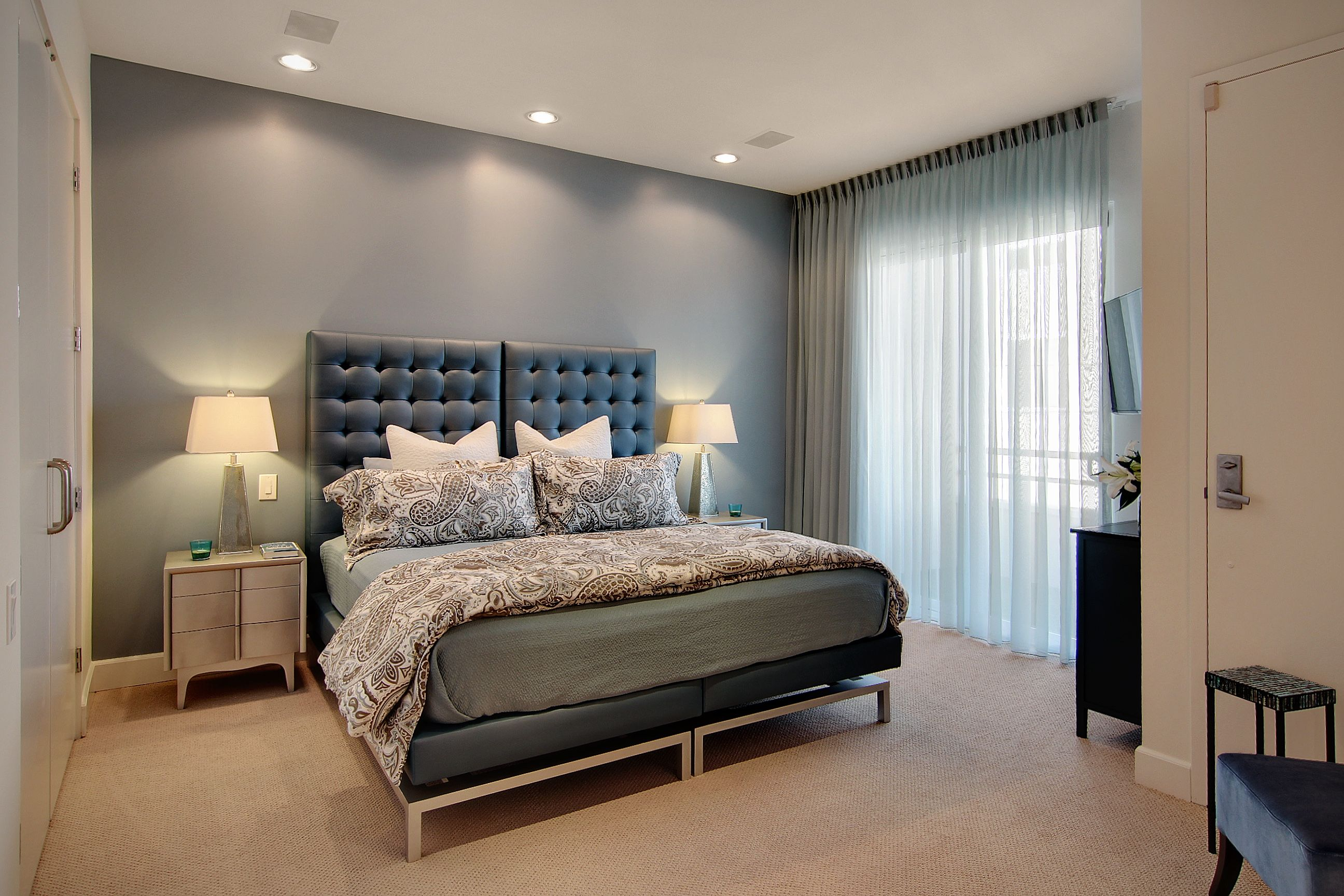 Blue Guest Suite, the king bed can be separated at a