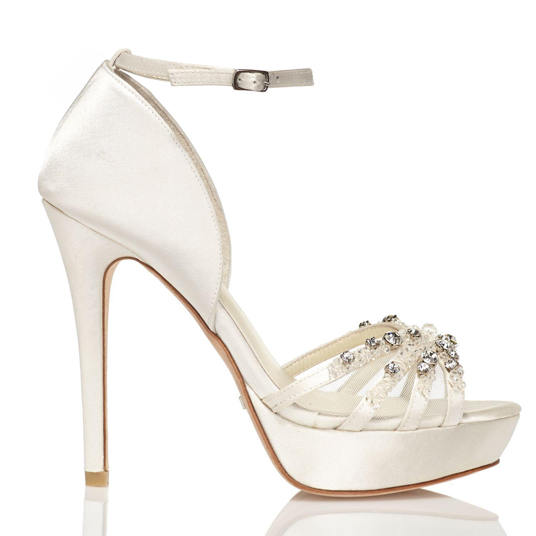 Zapato de novia en satín con pedrería de Menbur (ref. 5849) Satin bridal