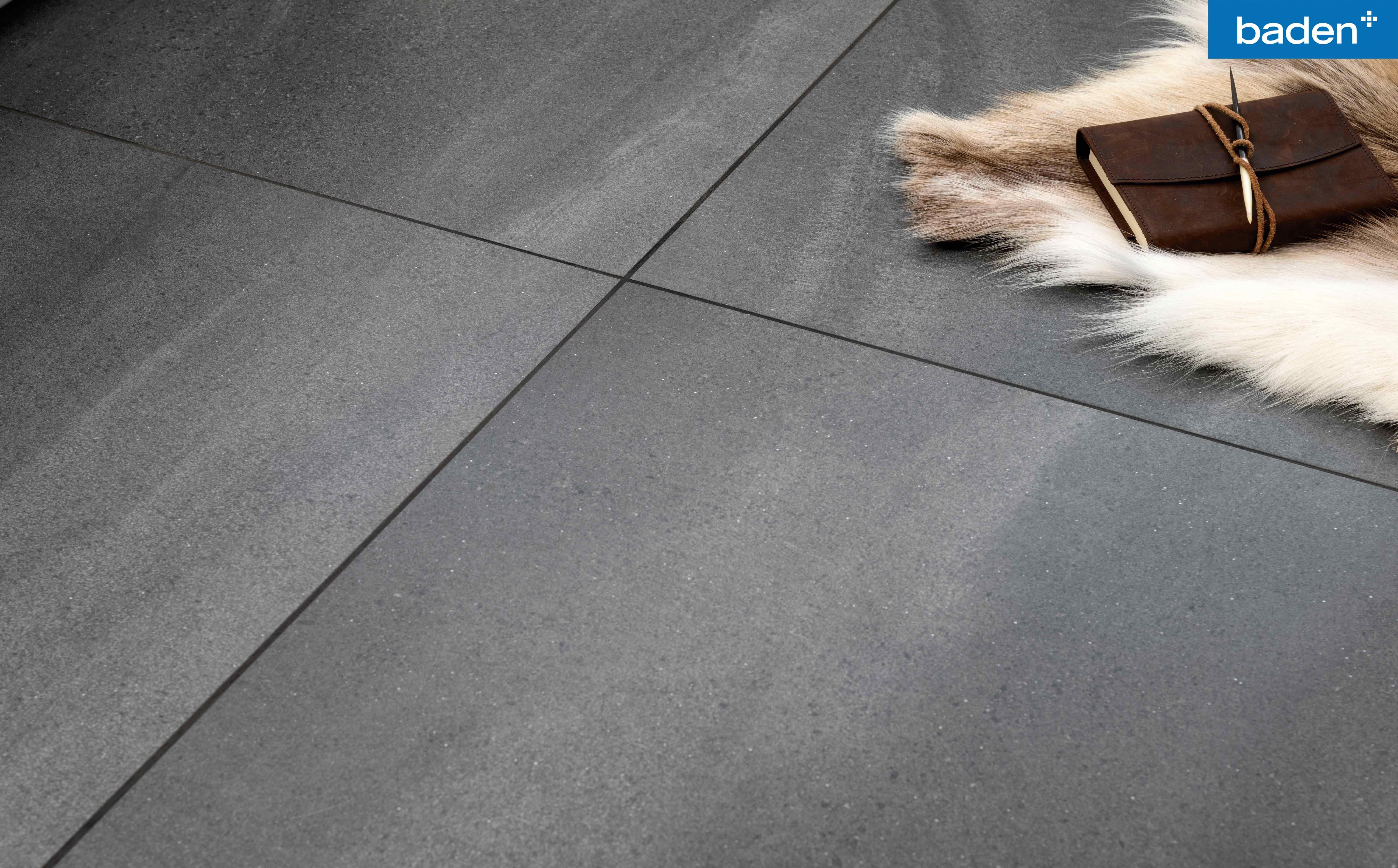 Badkamer Vloertegels Antislip : Zwart grijze tegels voor in de badkamer #badkamertegels #vloertegels