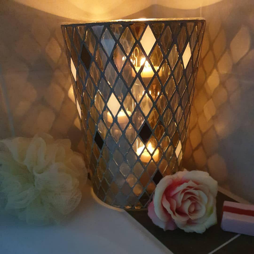 Buche Jetzt Deine Herbstparty Und Hol Dir Die Gemutlichkeit Ins Haus Harlekin Partylite Iwantmore Juliapartylite Kerzen Teelichter Badezimmer In 2019 Candles Table Lamp Candle Holders