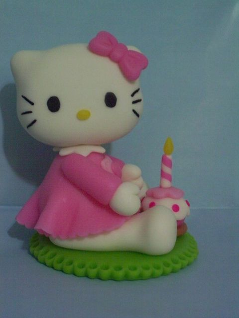 *SORRY, no information as to product used, FOREIGN ~ KITTY - Adorno de torta by Alejandra Semberg