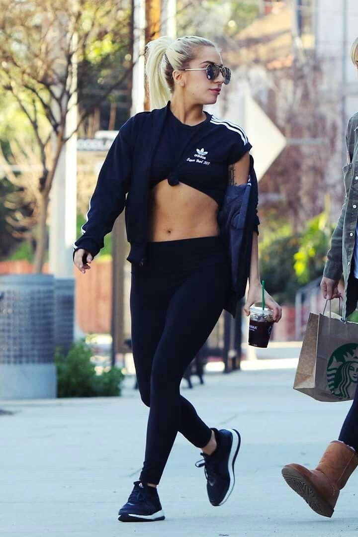 Lady Gaga 1 55m De Altura Lady Lady Gaga Moda E Estilo