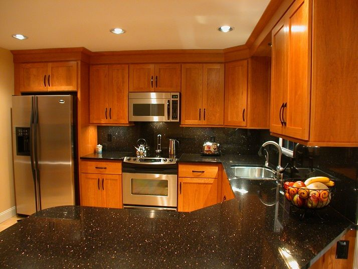 same cabinet and appliance set up as our house.....just ... on Backsplash:gjexfbx4_Ly= Black Granite Countertops  id=30972