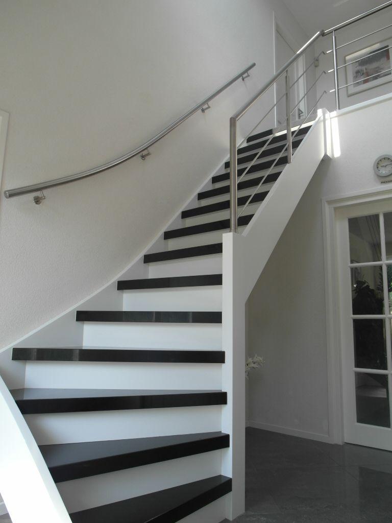 Mooie open trap met een rvs balustrade schuin op trap en for Balustrade trap