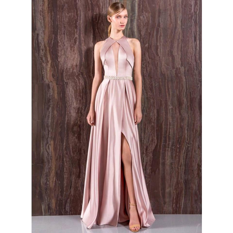 b75a48feb Mulher baixinha pode usar vestido longo? 10 vestidos de festa longos para  mulheres baixinhas.
