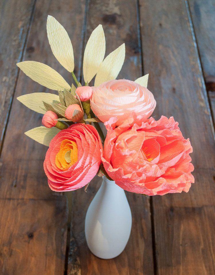 Build this 5-stem bouquet! Recipe: Salmon-gold ombre ranunculus, salmon peony, blush ranunculus, salmon berries, light green leaves.