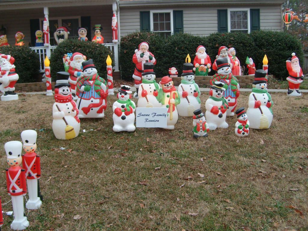 Blow mold snowmen christmas display ideas pinterest Classic outdoor christmas decorations