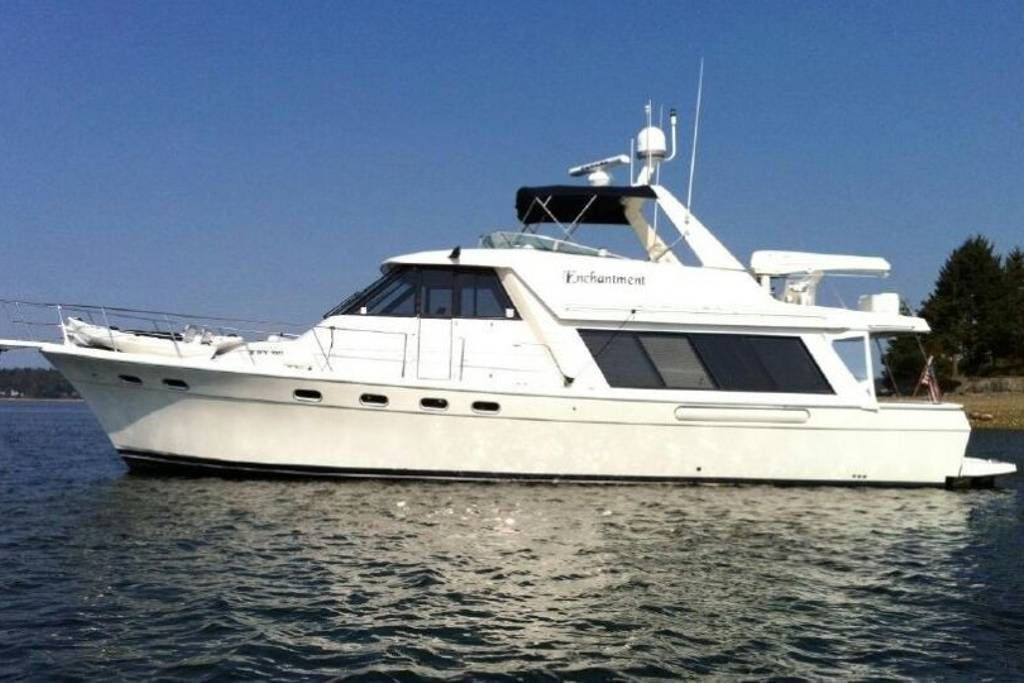 In San Pedro Us This 50 X27 Luxury Motor Yacht Is Spacious And Comfortable With 3 Staterooms And 2 Full Bathrooms Boat Bayliner Boats Power Boats For Sale