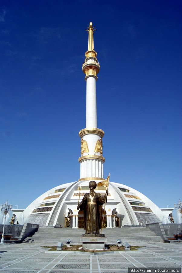 Independence and Peace Monument. Asjabad 12