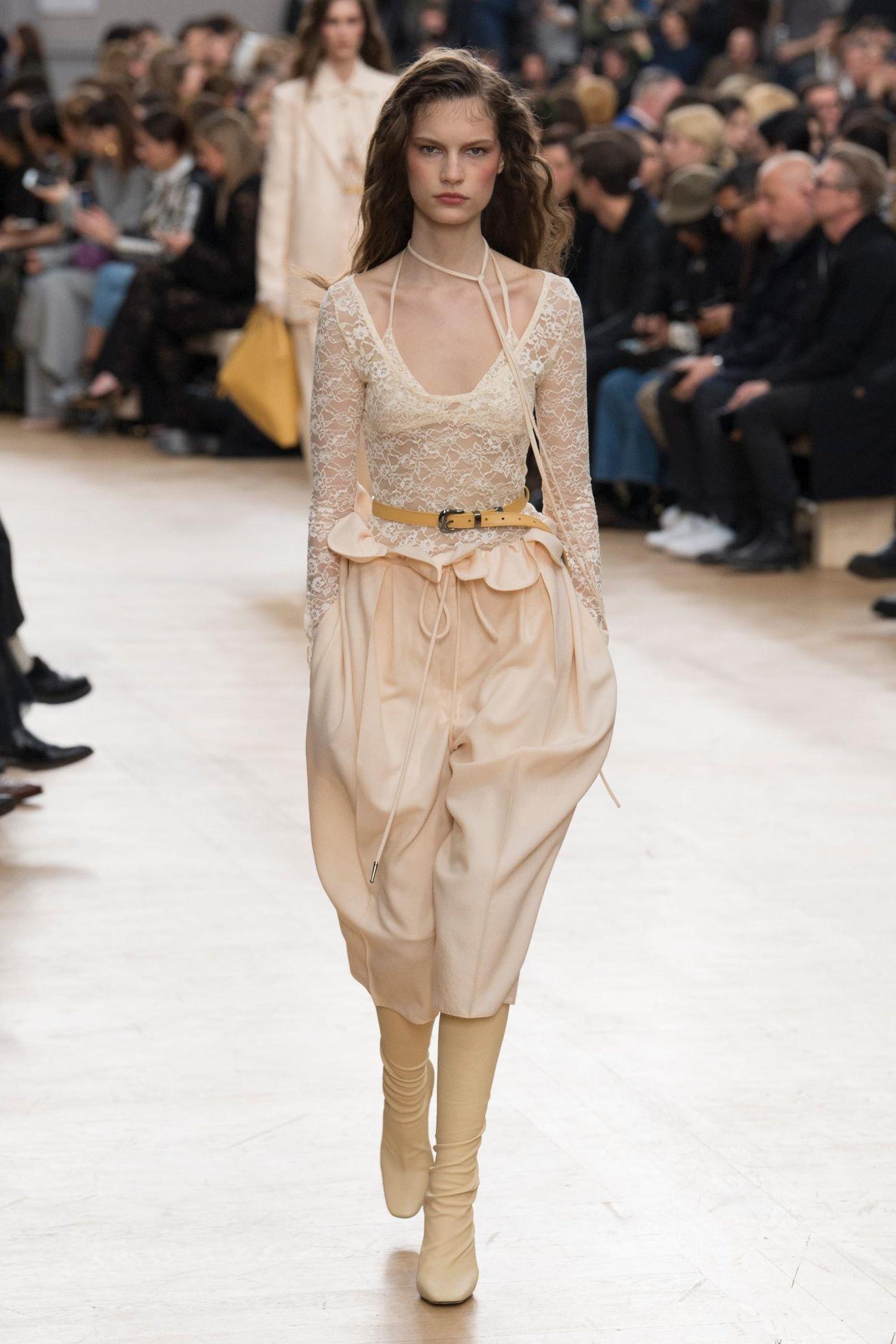 a80b6badfad Défilé Nina Ricci  prêt-à-porter femme automne-hiver 2017-2018