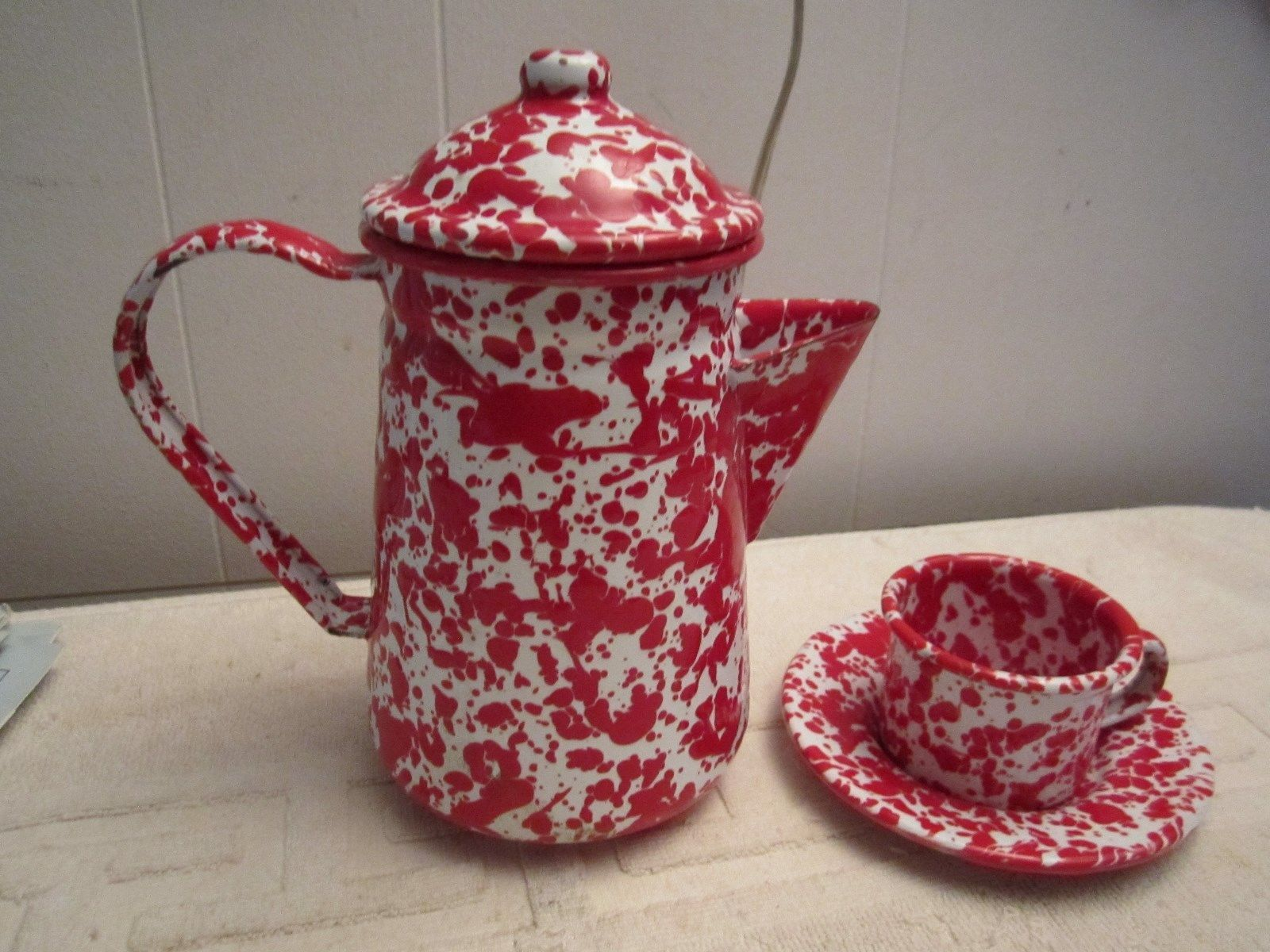 Red White Splatter Ware Enamelware Graniteware Coffee Tea Pot Saucer Cup Ebay Tea Pots Enamelware Tea