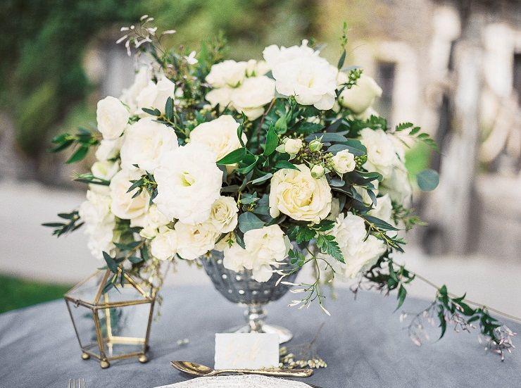 White wedding centerpieces | itakeyou.co.uk