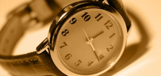 تفسير حلم الساعة اليد لابن سيرين رؤيا الساعة فى المنام Clock Alarm Clock 10 Things